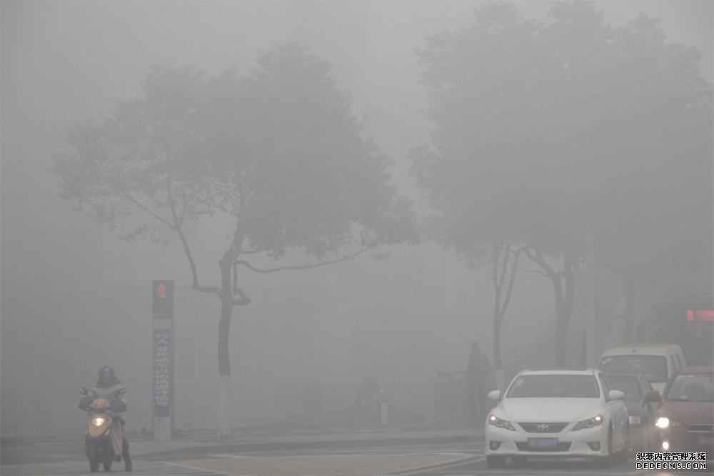 <a href='http://www.luftmy.com/tech-sensor-1.html' target='_blank'><u>PM10</u></a>与PM2.5浓度高的雾霾环境